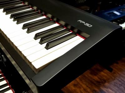 Надходження портативних цифрових піаніно Roland FP-30