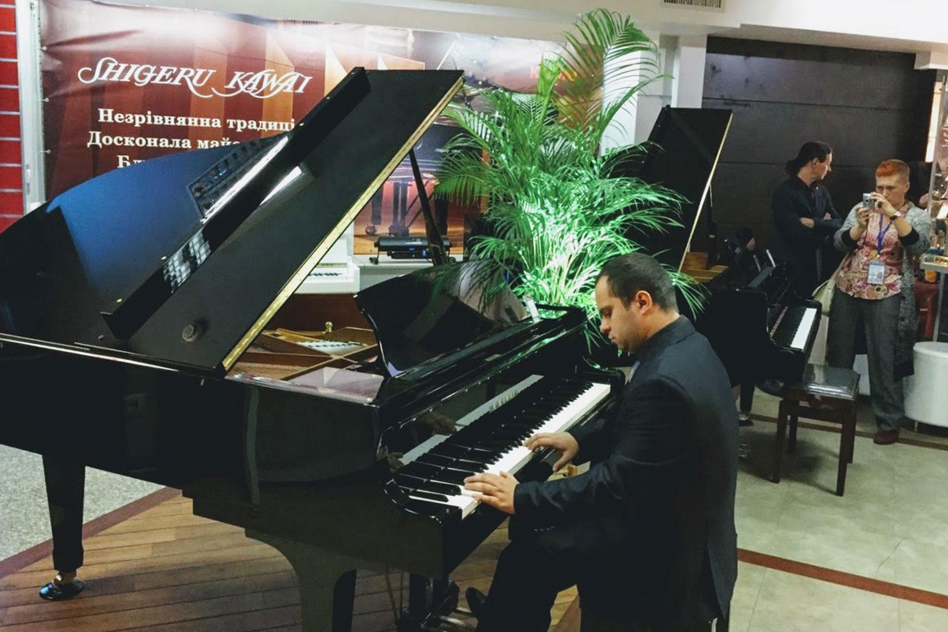 Открытие салона роялей Kawai в Киеве